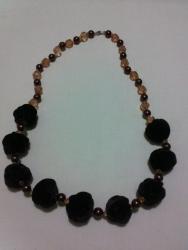 """Ожерелье сделано из """"сожмуренных"""" тканевых бусин, бисера и бусин. Длина-72см"""