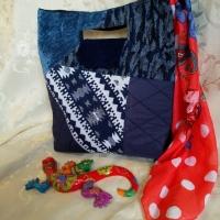 Зручна сумка з текстилю з цільними міцними ручками та зміцненим дном зробить повсякденний шопінг справжнім задоволенням! Лоскутна техніка дозволяє створити малюнок на будь який смак. Замовлення в приват, або вайбер 0934611002 Нехай весна буде кольоровою!