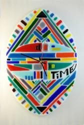 Годинник настінний вироблен зі спеціального кольорового скла, яке добре спікається. Техніка спікання фьюзінг. Розмір роботи 28х39 см. Оригінальна овальна форма дозволить вам розміщати годинник як вертикально, так і горизонтально. Годинник має кварцевий механізм із кріпленням та стрілками. Може бути оригінальним подарунком для друзів, або коханих, чи стати доповненням вашого інтер`єру.  Прошу звернути увагу, що стрілки будуть інші, ніж на фото, а саме, білого кольору і більше розміром.