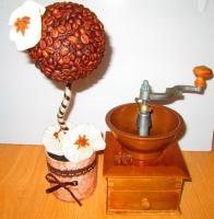 Не знаете, что подарить на день рождения, юбилей. новоселье, свадьбу? Кофейное дерево - топиарий из зерен кофе - оригинальный подарок, который навсегда запомнится Вашим друзьям и родным. Кофейные зерна пахнут, наполняя комнату ароматом, создают атмосферу уюта и комфорта. Ручная работа из натуральных материалов: кофейные зерна, бадьян. Подготовьтесь к праздникам заранее! Принимаю заказы!  Возможна доставка в любой уголок Украины удобным для покупателя перевозчиком (за счет получателя). Смотрите другие мои предложения!  Приглашаем Вас посетить наш магазин готовой продукции:             https://www.facebook.com/groups/892807757525001/