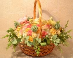 Очень нежные, оригинальные, стильные цветочные корзинки ручной работы. Выполнены из искусственных цветов. Корзинка счастья - замечательно украсит праздничный стол на любом торжестве, станет прекрасным подарком на свадьбу, день рождения, 8 марта...и вообще добавит изюминки любому интерьеру! :) Возможна любая цветовая гамма, любой размер на любой вкус.