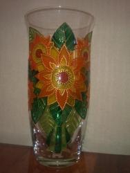 вазочка красками на водной основе. цвета (красок и контуров), размер рисунка и другие ньюансы - по желанию заказчика ))