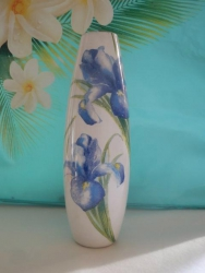 Маленькая вазочка ручной работы выполнена в технике декупаж. Приятный подарок для вашего дома или праздника ваших близких.