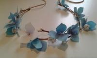 Авторская ручная работа. Цветы выполнены из качественного иранского фоамирана (пластичная замша). Цветы белые, бордовые и коралловые. Возможно изготовление в других цветовых сочетаниях.