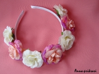 Ободок ручной работы из крупных роз (диаметр цветка около 4 см.) Прекрасно подчеркнет Вашу женственность и подойдет к любому торжеству!