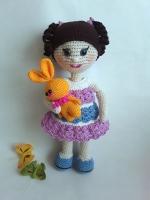 Вязаная кукла станет прекрасным подарком для девочки или как украшение интерьера.  Нитки полухлопок, наполнитель холофайбер