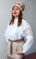 Етнічний жіночий костюм гачком. Розмір 44-46. Склад: сорочка,спідниця- плахта на підкладці,очіпок,віночок,пояс. Тканина льон 100%, пряжа бавовна 100%. Новий.