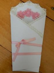 """Вітальна листівка """"Вітаю з новонародженою"""" стане чудовим доповненням до подарунка."""