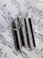Витражная брошь ручной работы - «Звуки аккордеона»