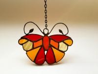 Ручная работа, маленький витраж из цветного стекла в технике Тиффани.  Это будет оригинальная деталь декора вашего дома или сада. Он будет изумительным подарком на день рождения,  на новоселье, или презентом любимому другу. Яркие бабочки будут радовать вас весь год.  В комплект к витражу входят: цепочка, силиконовый держатель. Материал : Стекло, медная фольга, припой, патина, медная проволока Размер детали Ширина 11 см Высота   8 см Каждый витражный декор надежно упакован в коробку для доставки его клиенту в отличном состоянии. Инструкция по уходу: 1.Промойте под холодной водой 2.Дайте изделию высохнуть 3.При необходимости протрите мягкой тканью без ворса