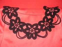 Воздушный  вязанный  воротничок,  связан  крючком в  стиле  ирландского кружева. Застежка-завязка позволяет  регулировать  длину. Цвет может быть  любой- под заказ  и в наличии.