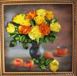 Картина Жёлтые розы выполнена на качественном принте атласными лентами жёлтого цвета разных оттенков. Это прекрасный элемент интерьера для вашей кухни или прихожей. А можете подарить своими родным или близким на любой праздник. Думаю, подарок будет очень необычный!!!!...