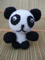 Игрушка панда выполнена из полушерстянной пряжи, наполнитель - холофайбер. Замечательная игрушка для деток.