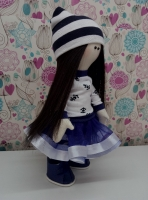 Куколка Соня. Работа  выполнена с трикотажа,синтепона,волосы-кукольные тресы,Обувь семная из кож.зам. Одежда несемная. Куколка сама стоит.