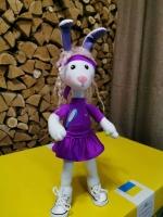 Заяц - Тильда.  Рост 35-40 см.   Выполнен: тело - флис, наполнитель - синтепух, волосы - овечья шерсть, костюм- дайвинг. Ручки и ножки, уши подвижны.