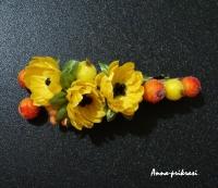 """Заколка-автомат ручной работы. Украшена ярко-желтыми цветами и ягодами в """"сахаре"""" (красиво блестят на свету!)"""
