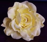 Заколка для волосся у вигляді троянди зроблена із фоамірану. Ручна робота. Матеріал не боїться вологи.
