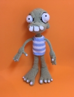 Вязаная кукла ′Мальчик Зомби′. Может служить как интерьерной, так и игровой игрушкой, сувениром на Хеллоуин. Размер – 27 см. Материалы – акриловая пряжа, наполнитель – холлофайбер.