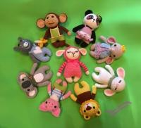 Вязаные звери из коллекции AMALOU Designs – бегемотик, зайка, коала, лев, обезьянка, овечка, панда, поросенок, слоник, мишка, бабочка и котик. Размер – 20 см. Материалы – акриловая пряжа, хлопок, наполнитель – холлофайбер. Одежда не снимается (кроме шарфиков у коалы и котика и кофточки у слоника).  Цена указана за одну игрушку.